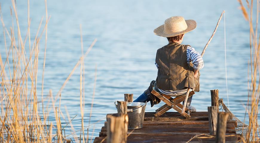 Рыбак на кладке